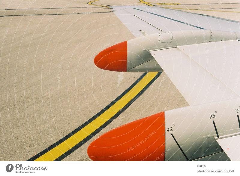 start rot gelb Flugzeug fliegen Beginn Tragfläche Flugzeuglandung Geometrie graphisch