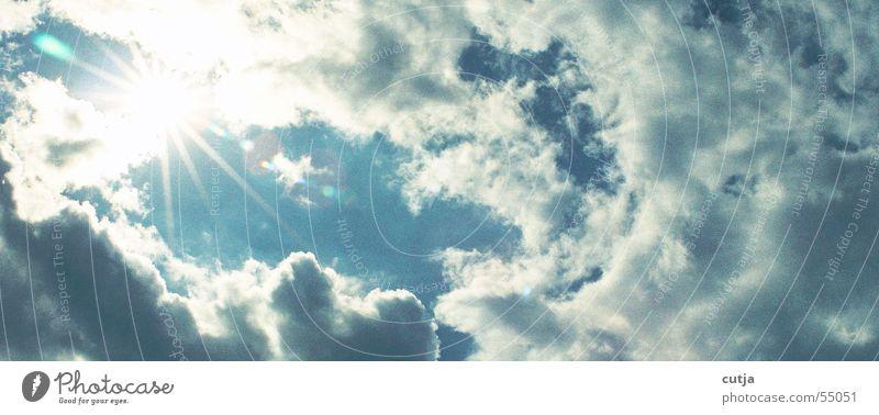 strahlung Wolken schlechtes Wetter Sonnenstrahlen träumen Strahlung blenden Sehnsucht himmlisch Himmel Gewitter Blendenfleck Wolkenloch Momentaufnahme
