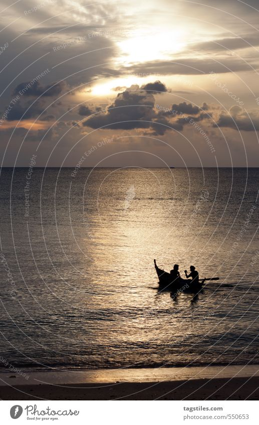 UNTERHALTUNG Mensch Natur Ferien & Urlaub & Reisen Mann Einsamkeit ruhig Strand Reisefotografie sprechen Freiheit Asien Postkarte Paradies abgelegen Thailand