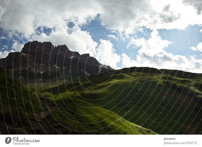 Das ist ja der Gipfel! Himmel Natur Ferien & Urlaub & Reisen grün Landschaft Wolken Ferne dunkel Umwelt Berge u. Gebirge Wiese Wege & Pfade Stein hell Wetter groß