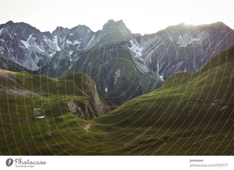 Alpenglühen Natur grün Sommer Landschaft Ferne Umwelt Berge u. Gebirge Wiese Wege & Pfade Freiheit oben Stein hell Felsen Stimmung Wetter