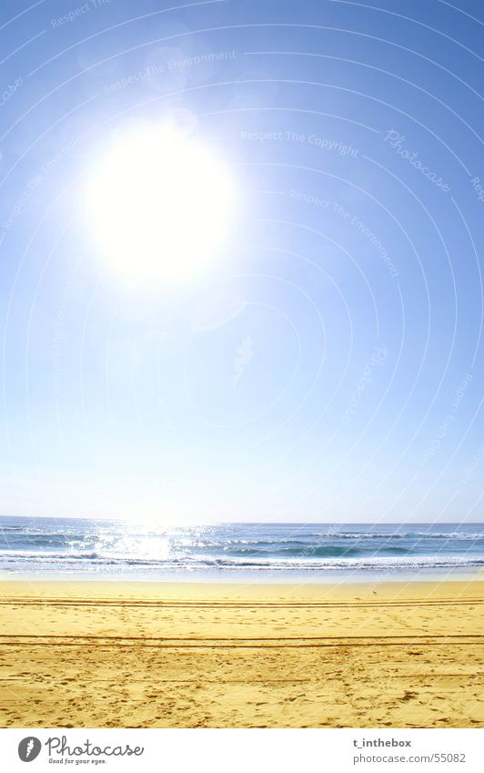 Surfer's Paradise Beach Strand gelb Australien einfach surfers paradise clichee water sun Sand blue brown white contrast bright holiday mood waves midday empty