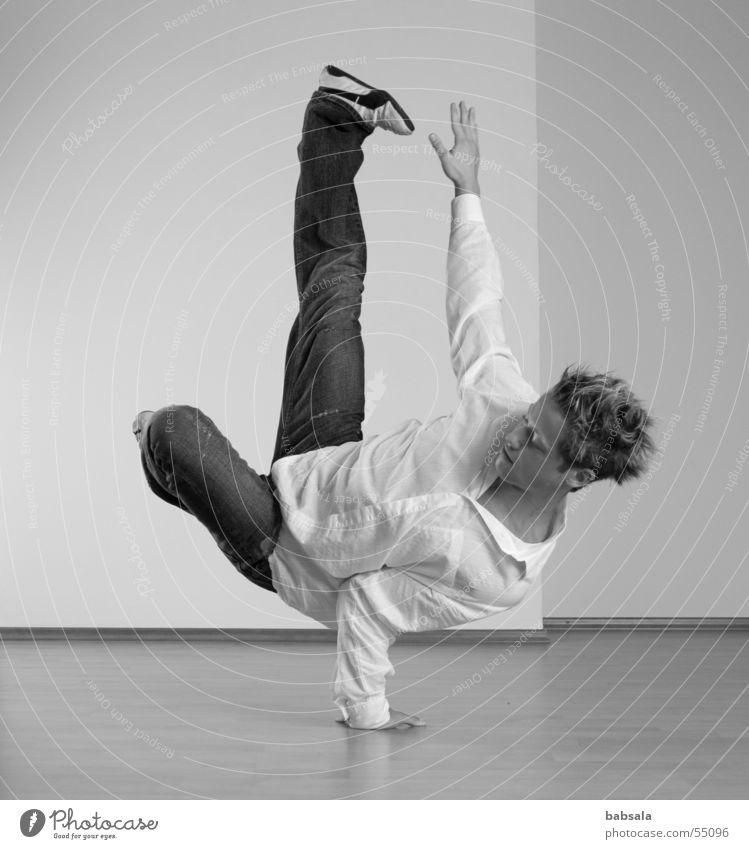 breakdance Mann Studioaufnahme Breakdancer Sport Schmerz anstrengen Körperbeherrschung