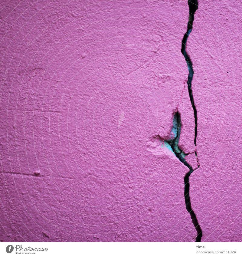 Bewegungsmelder alt Stadt Haus Wand Wege & Pfade Mauer Stein Zeit außergewöhnlich Linie rosa Fassade bedrohlich kaputt Vergänglichkeit