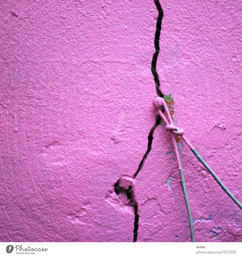 Gewichtsklasse Wand Mauer rosa Fassade Kraft verrückt kaputt Vergänglichkeit Wandel & Veränderung Kitsch Todesangst Risiko Konzentration Zusammenhalt Verfall