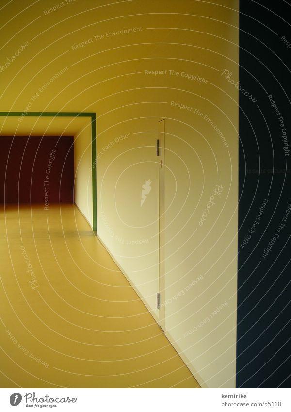 12 salle de classe gelb Flur Schweiz school Raum room Farbe colour color Tür hell Strukturen & Formen Schulklasse Gang Architektur