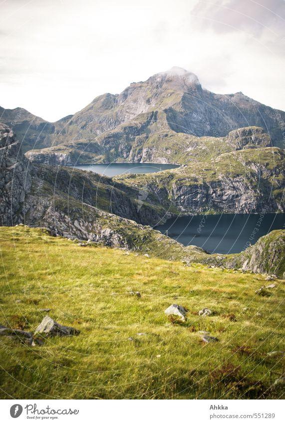 Freie Sicht Natur Ferien & Urlaub & Reisen Landschaft ruhig Wolken Ferne Berge u. Gebirge Wiese Wege & Pfade Gras Freiheit Denken See Felsen Stimmung wandern