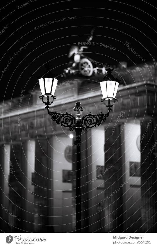 Nachtlicht Stadt schön dunkel Senior Architektur Berlin Lampe Stimmung Deutschland elegant leuchten Ordnung Tourismus ästhetisch Romantik Straßenbeleuchtung