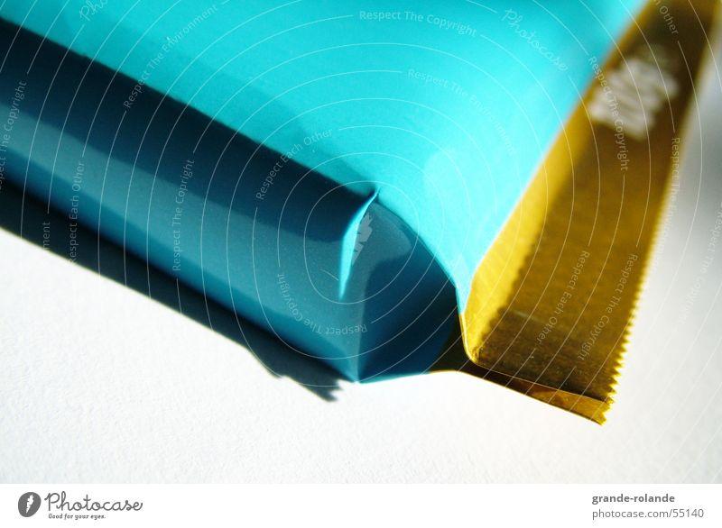 quadratisch blau türkis Schokolade Verpackung verpackt robust