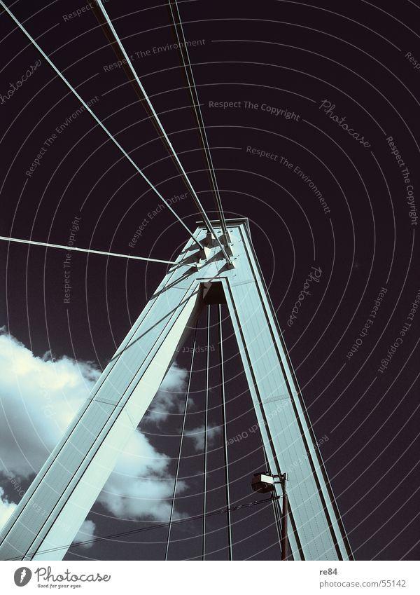 Wolkenbrücke II - da ist man aber mal gespannt! Köln Stahl Blech Koloss Säule beeindruckend Licht Nordrhein-Westfalen Brücke Kraft Macht Nervosität Himmel Sonne