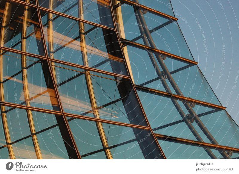 Glas und Licht Himmel Haus Fenster Gebäude gold modern durchsichtig Lagerhalle Konstruktion Hannover Ausstellung Abendsonne Weltausstellung Deutscher Pavillon