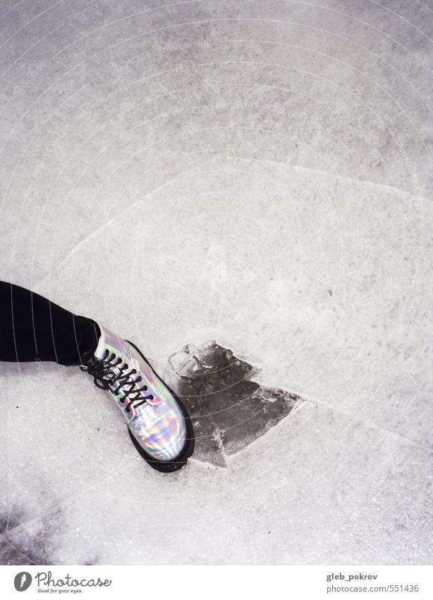 Doc #europe Wasser Klimawandel Schnee Strumpfhose Stiefel Gummistiefel Damenschuhe frieren laufen retro Galaxie neue Welle Farbfoto Außenaufnahme Menschenleer