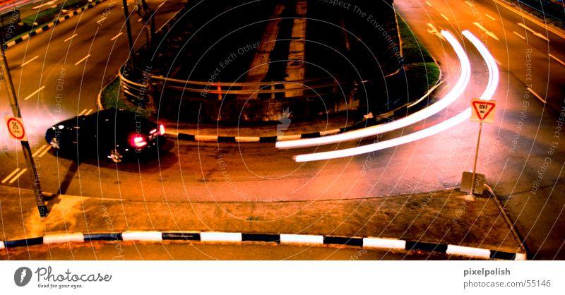 Geisterfahrer Singapore abbiegen dunkel Geschwindigkeit Futurismus Langzeitbelichtung Stativ Geister u. Gespenster PKW mercedes benz Straße turn u-turn spukhaft