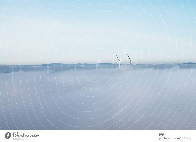 die energiewende steht in den wolken Energiewirtschaft Erneuerbare Energie Windkraftanlage Windrad Himmel Wolkenloser Himmel Klima Klimawandel Schönes Wetter