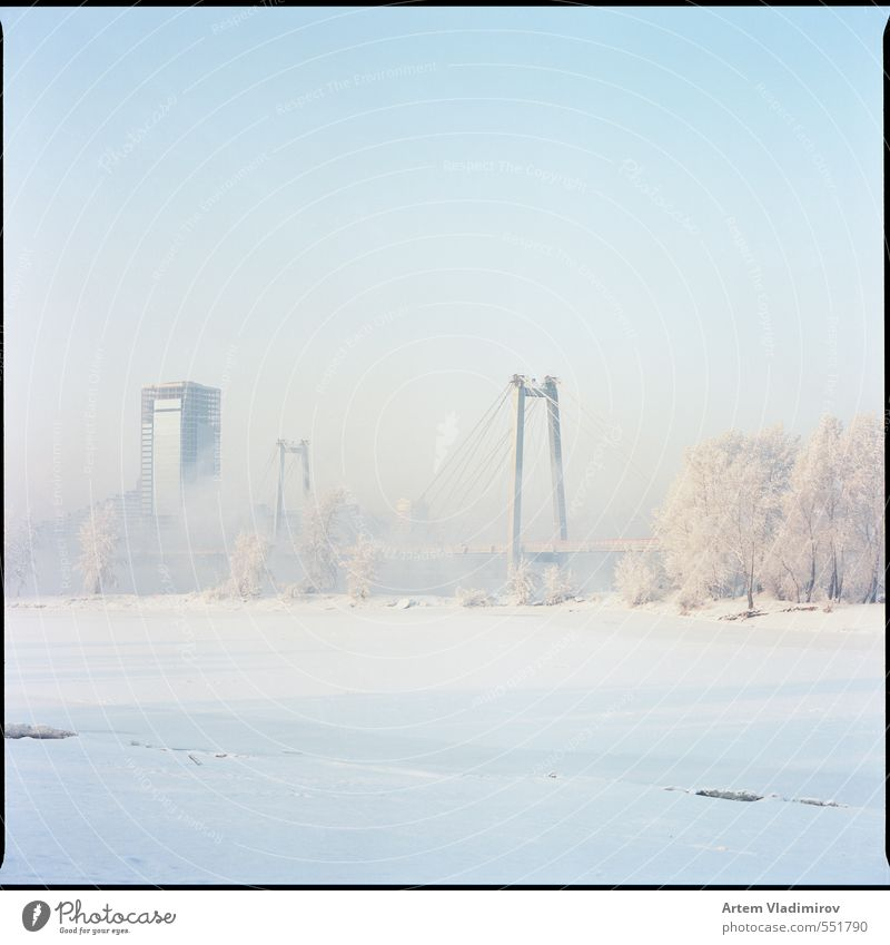blau Stadt weiß Farbe Landschaft Winter kalt Schnee hell Eis Park Nebel Brücke Frost Hafen Flussufer