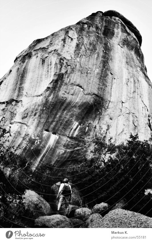 The Wall weiß schwarz dunkel Wand Berge u. Gebirge klein groß hoch Ende bedrohlich Klettern steil Koloss gewaltig erdrückend