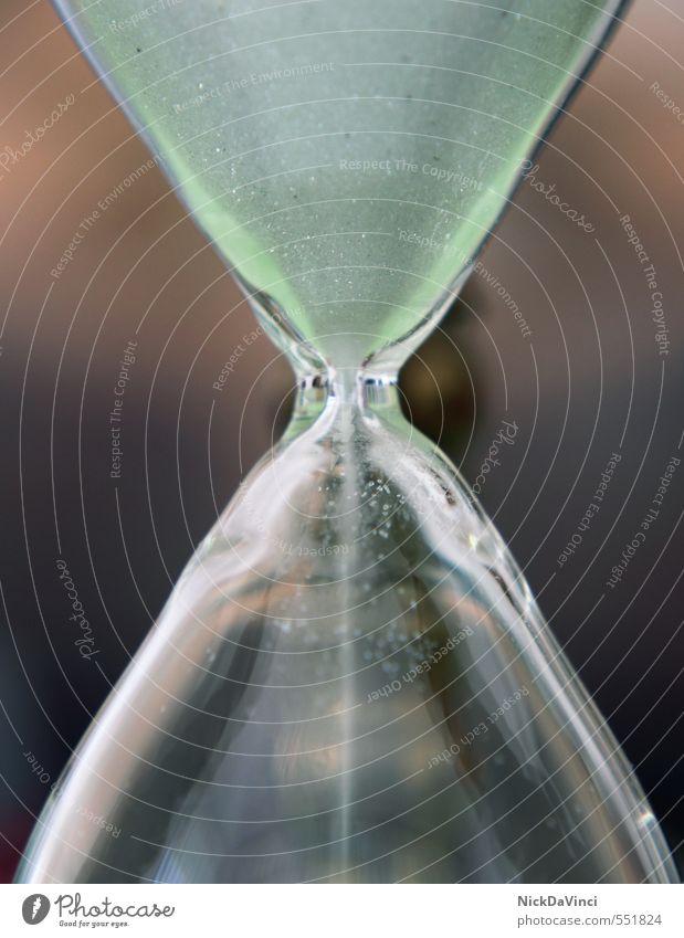 Sanduhr Messinstrument Uhr Zeit dauern messen Glas rieseln unaufhaltsam Vorfreude Optimismus Kraft Zukunftsangst Erwartung Ewigkeit Genauigkeit Geschwindigkeit