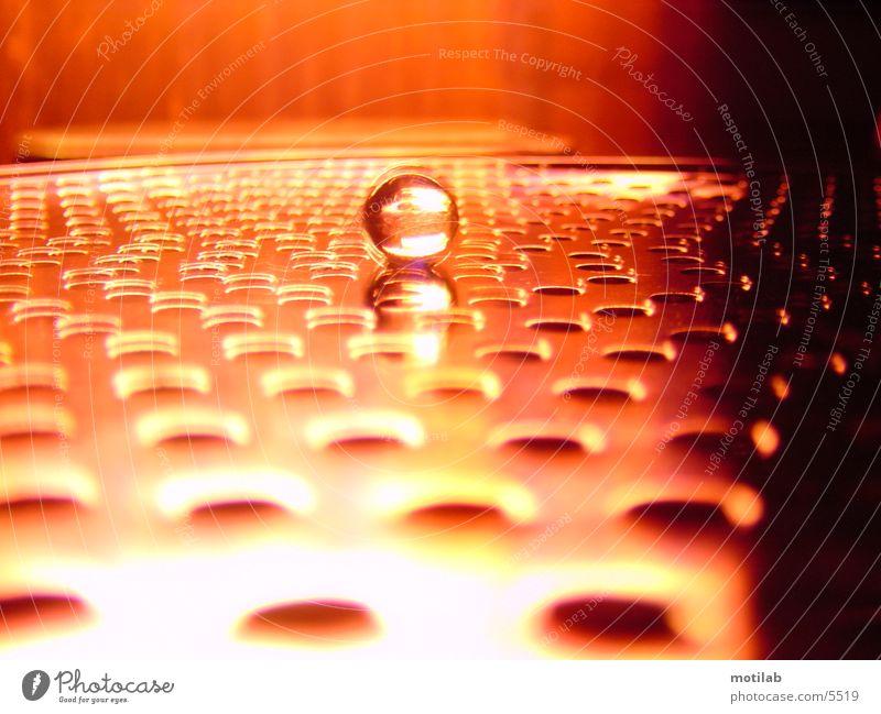 Murmel im roten Neonschein °2 braun orange Kugel Lichtspiel Reaktionen u. Effekte Fototechnik