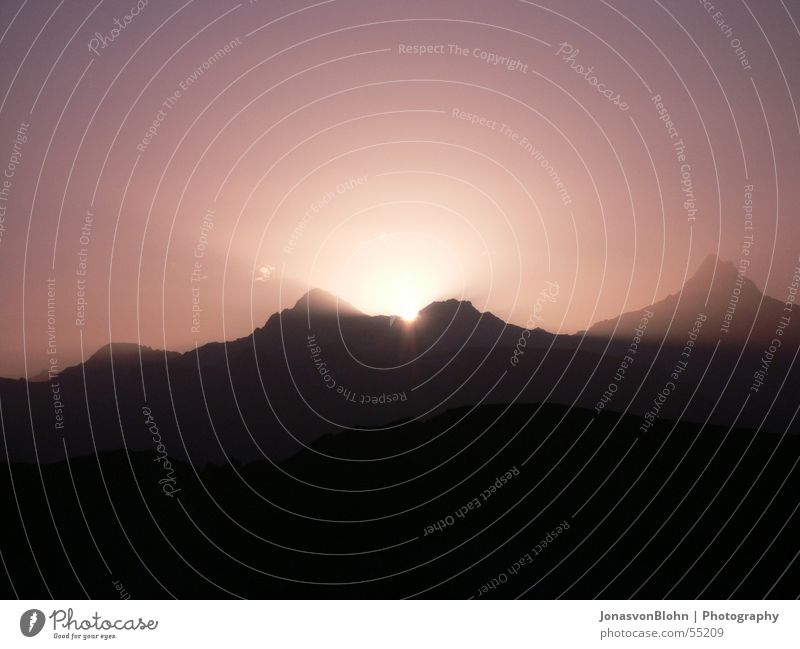 sonnenaufgang Sonne ruhig Berge u. Gebirge Beleuchtung Schweiz Lichtspiel Himmelskörper & Weltall