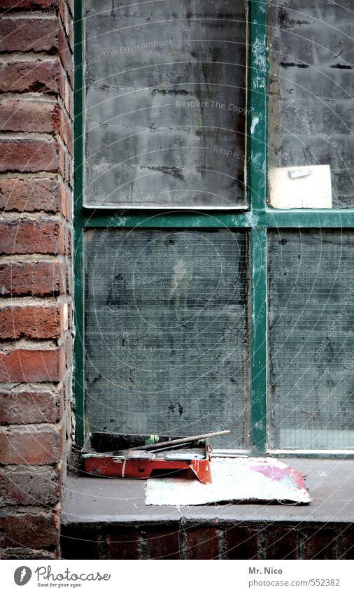 des künstlers fenster Wohnung Renovieren Arbeit & Erwerbstätigkeit Handwerker Anstreicher Künstler Industrieanlage Fabrik Gebäude Mauer Wand Fenster alt dreckig