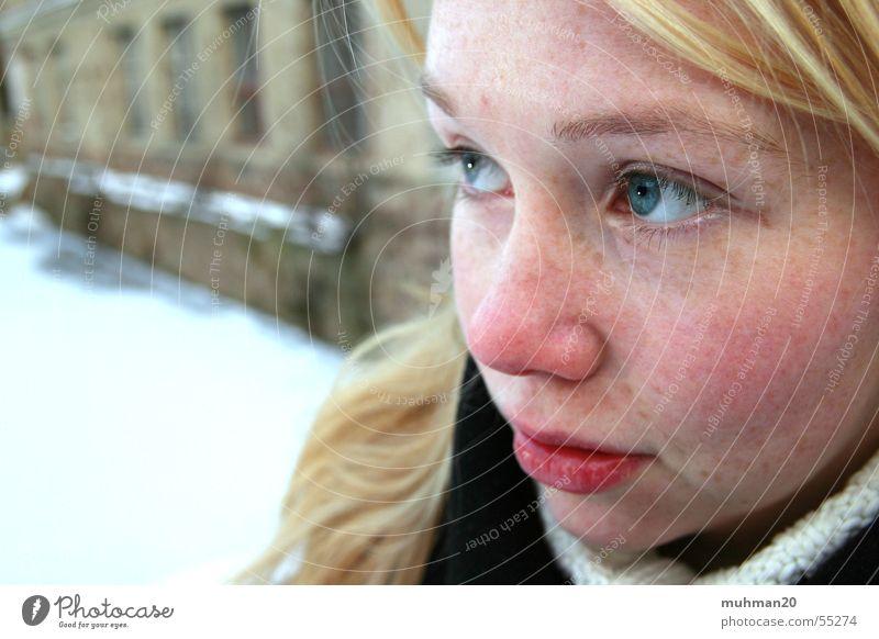 Winter in Ringethal Fabrik blond Trauer kalt Mädchen Hoffnung blaue augen Traurigkeit Gesicht rote wangen