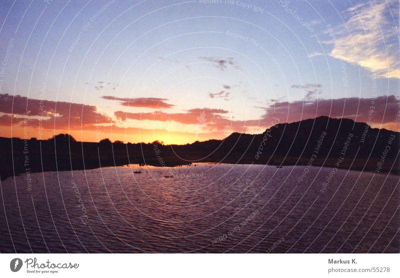 say goodbye rot Sonnenuntergang Sonnenaufgang Romantik Nacht Wolken Physik See Teich Dämmerung Wasser orange Himmel Graffiti Wärme Morgen Abend
