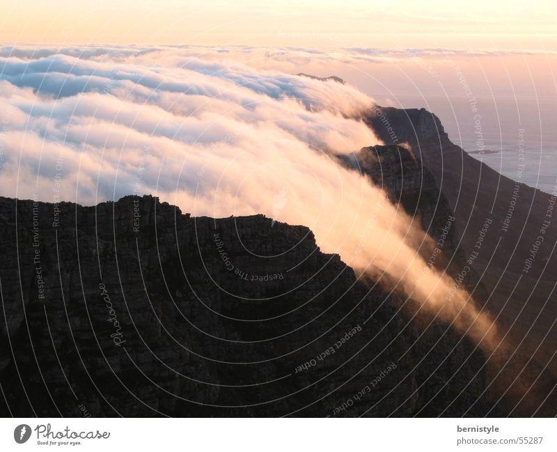 Table Mountain Wolken Sonnenuntergang Außenaufnahme Kapstadt Berge u. Gebirge Freude Freiheit Landschaft