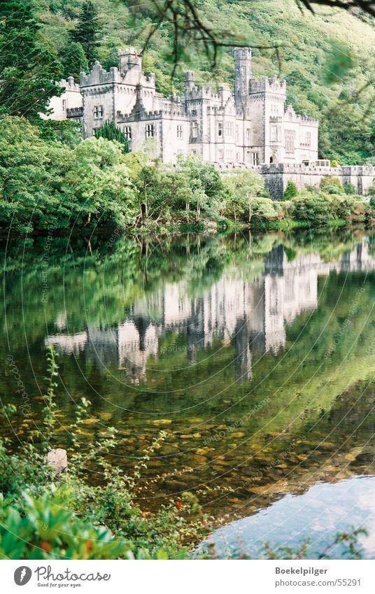 Kylemore Abbey in Irland Reflexion & Spiegelung grün Connemara See Tourismus Republik Irland Burg oder Schloss Wasser Natur Ausflug