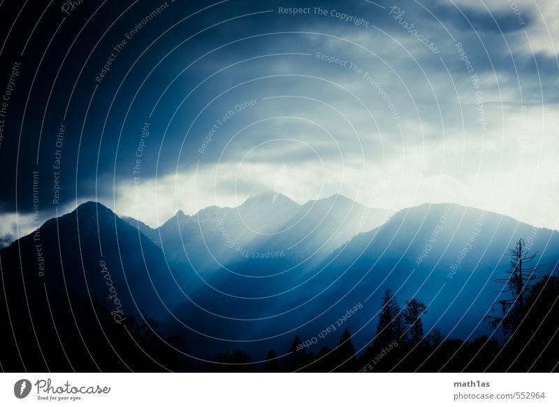 100 Natur Wolken Gewitterwolken Alpen Berge u. Gebirge Gipfel Gefühle Stimmung Farbfoto Außenaufnahme Textfreiraum links Textfreiraum oben Textfreiraum unten
