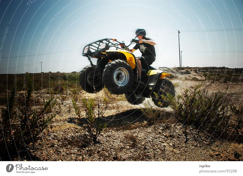 FabulousJump Himmel Sonne blau gelb springen Sand Luft Geschwindigkeit gefährlich Rasen bedrohlich Wüste Motorrad Unfall Griechenland Helm