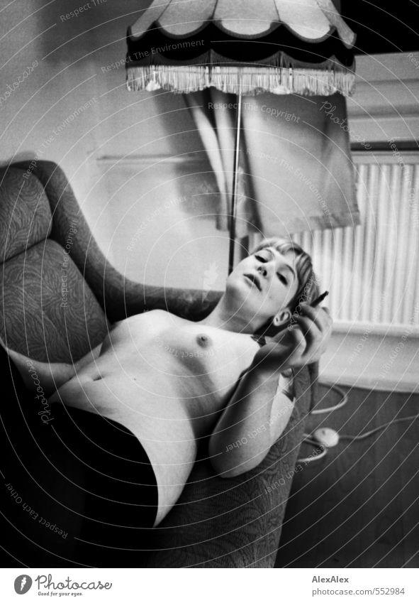 Stabile Rückenlage Jugendliche schön Junge Frau 18-30 Jahre Erwachsene Erotik Liebe feminin Glück außergewöhnlich liegen blond frei ästhetisch beobachten retro