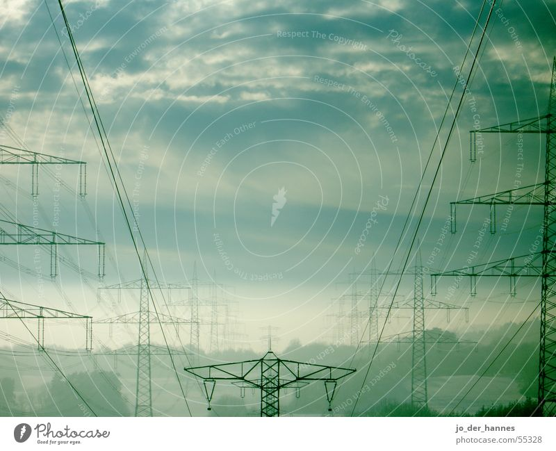 Electricity Himmel Kraft Horizont Smog Elektrizität Wolken Nebel grün Baum electricity sky clouds blue cable cables Nordpol powerpole tree forest blau Kabel