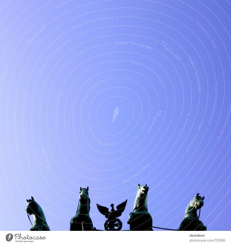 brandenburger tor ohne brandenburger tor Himmel blau Berlin Kunst Deutschland Pferd Kultur Statue Sehenswürdigkeit Hauptstadt Selbstportrait Anschnitt Adler
