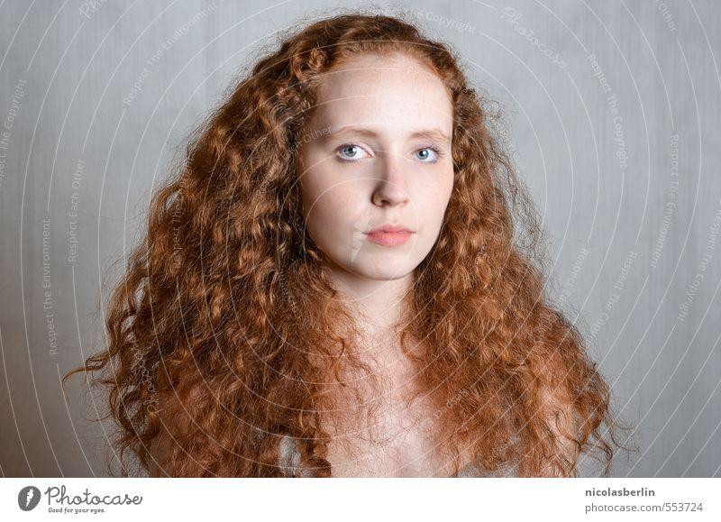 MP82 - Lion schön Haare & Frisuren Gesicht Gesundheit Sinnesorgane ruhig feminin Junge Frau Jugendliche 1 Mensch 18-30 Jahre Erwachsene rothaarig langhaarig
