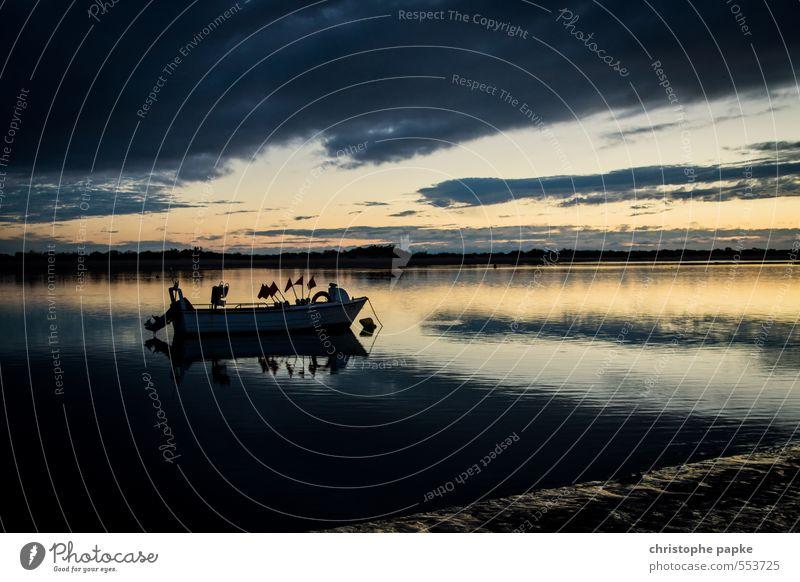 Still ruht der See Ferien & Urlaub & Reisen Meer Küste Seeufer Flussufer Strand Bucht Schifffahrt Binnenschifffahrt Fischerboot Motorboot Wasserfahrzeug