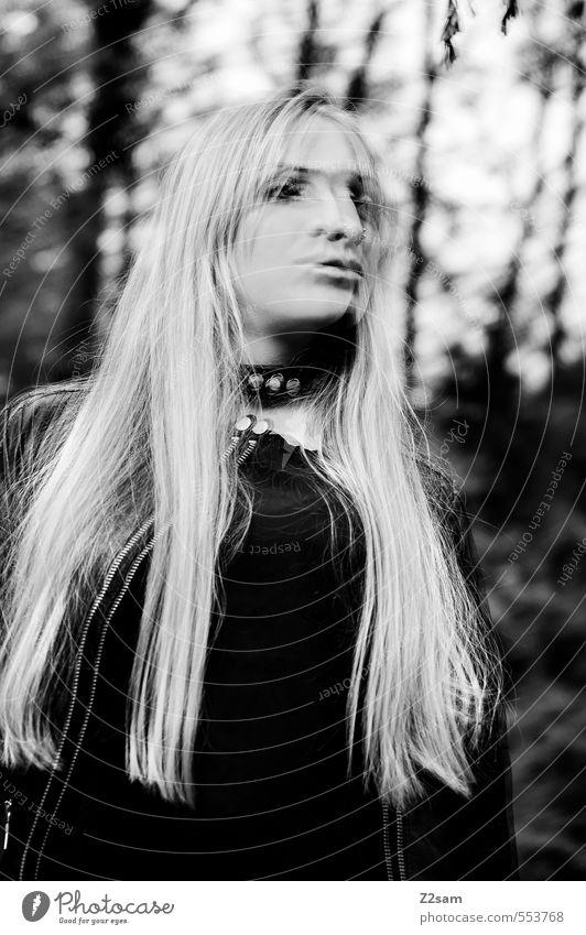 Dark Angel Lifestyle elegant Stil feminin Junge Frau Jugendliche 18-30 Jahre Erwachsene Baum Sträucher Wald Mode Lederjacke Halsband blond langhaarig Bewegung