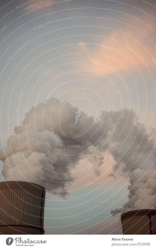 Wolkenprduktion II Abgas Klima Sonnenuntergang Schornstein Fabrik Himmel blau orange grau berühren