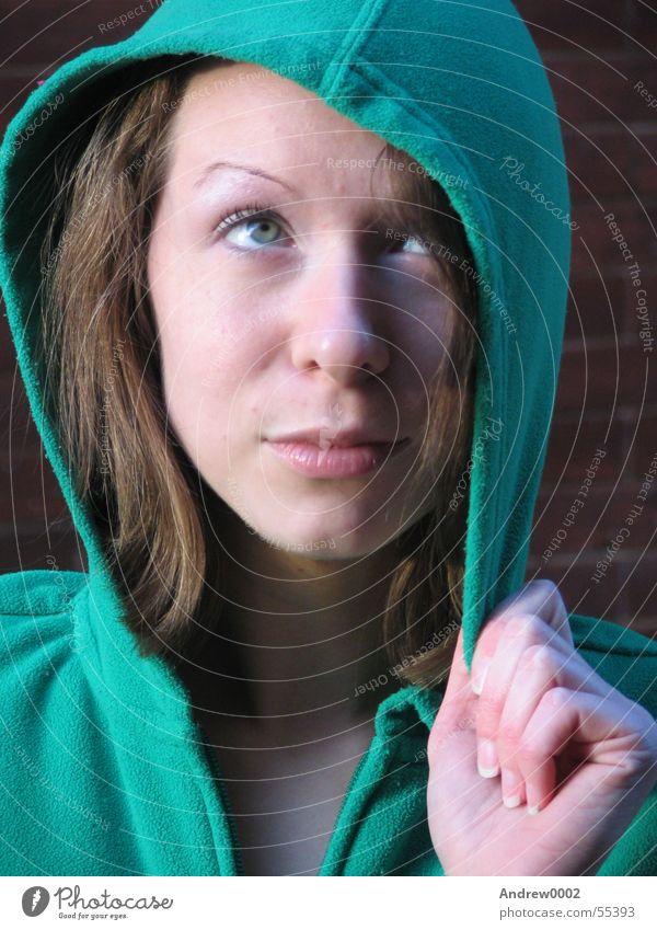 Paige schön grün Hand nachdenklich brünett Schminke Kapuze Frauengesicht Kapuzenpullover