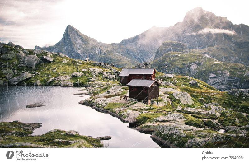 Lofoten XXI Erholung Einsamkeit Landschaft ruhig Wolken Ferne Berge u. Gebirge See Felsen Stimmung Nebel Zufriedenheit wandern Abenteuer einzigartig Gipfel
