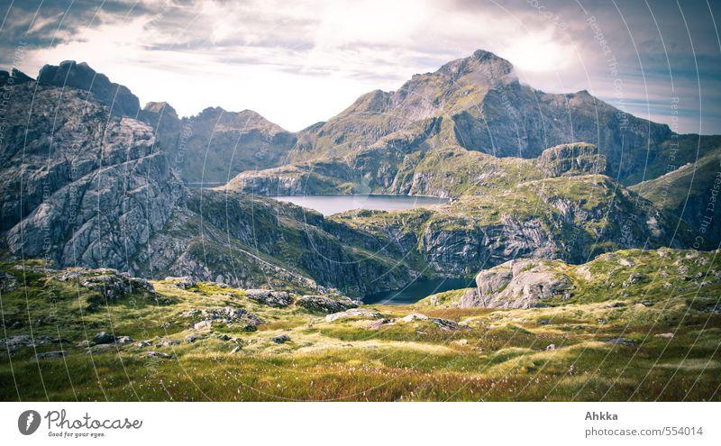 Freie Sicht II Himmel Natur Einsamkeit Landschaft Ferne Berge u. Gebirge Wiese Wege & Pfade Freiheit Felsen Horizont Stimmung wandern Ausflug Urelemente