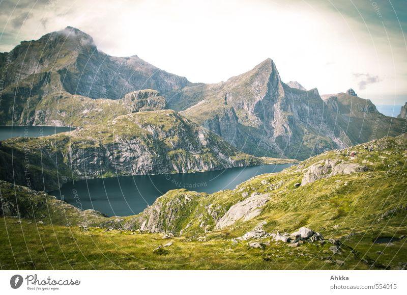 Bergwelt Natur Einsamkeit Landschaft ruhig Ferne Berge u. Gebirge Wiese Wege & Pfade Gras Freiheit See außergewöhnlich Felsen träumen Stimmung wild
