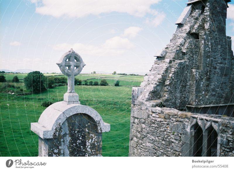 Irland Natur Himmel Baum grün Wolken Wiese Gebäude Landschaft Rücken Burg oder Schloss Ruine Republik Irland