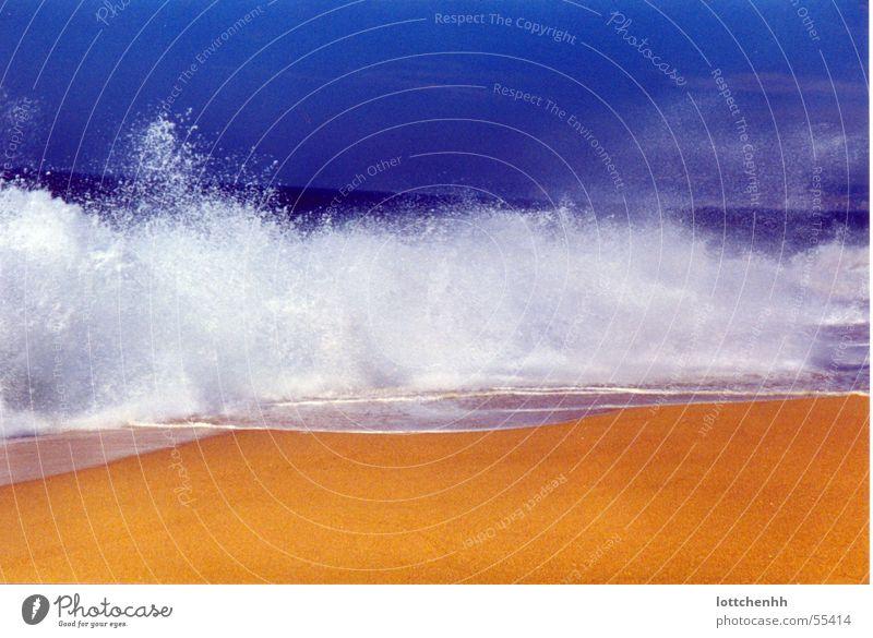 Wellengang Wasser Meer blau Strand gelb Portugal