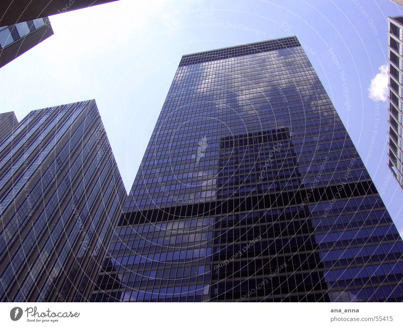 Himmel über New York Himmel blau Stadt Haus Wolken Straße Arbeit & Erwerbstätigkeit Fenster Gebäude Luft Business Kraft Architektur Glas fliegen groß