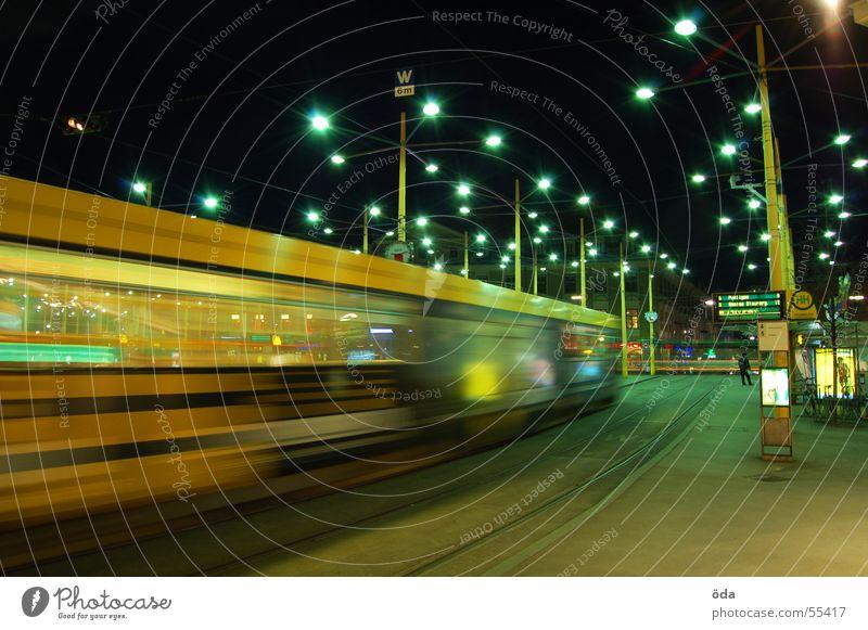 movement #3 Langzeitbelichtung Licht Straßenbahn fahren Gleise Jakominiplatz Graz Nacht Bewegung Beleuchtung Lampe