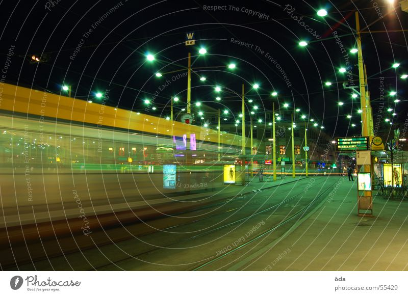 movement #4 Langzeitbelichtung Licht Straßenbahn fahren Gleise Jakominiplatz Graz Nacht Bewegung Beleuchtung Lampe