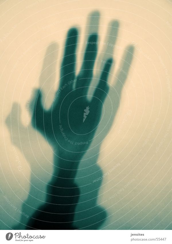 hands of god Mensch Hand schwarz gelb Arme Finger Daumen Außerirdischer Illusion