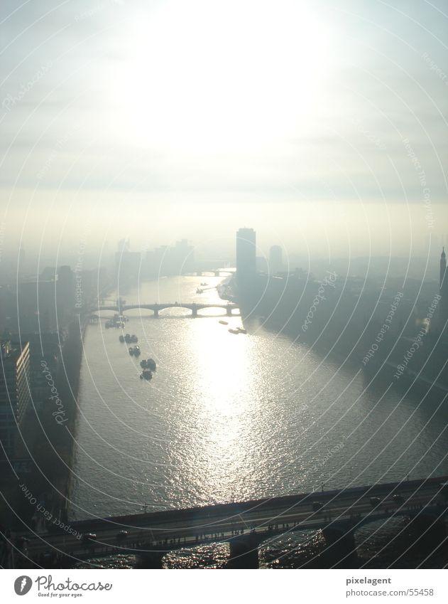 London immer wieder nebel Wasserfahrzeug Nebel Brücke Fluss Themse