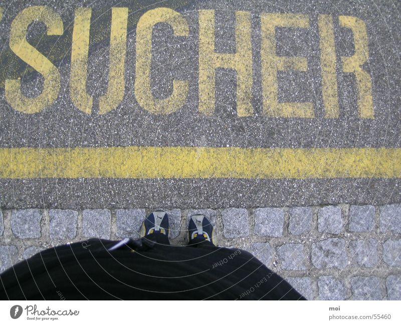 sucher /-in Fuß Suche Schriftzeichen Parkplatz Sucher