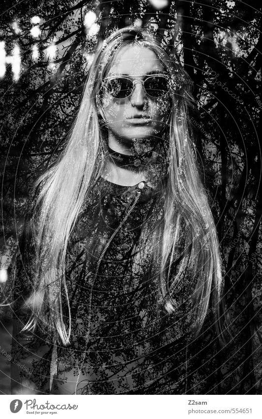 Dark Angel Lifestyle elegant Stil feminin Junge Frau Jugendliche 18-30 Jahre Erwachsene Landschaft Wasser Baum Sträucher Wald Mode Sonnenbrille blond langhaarig